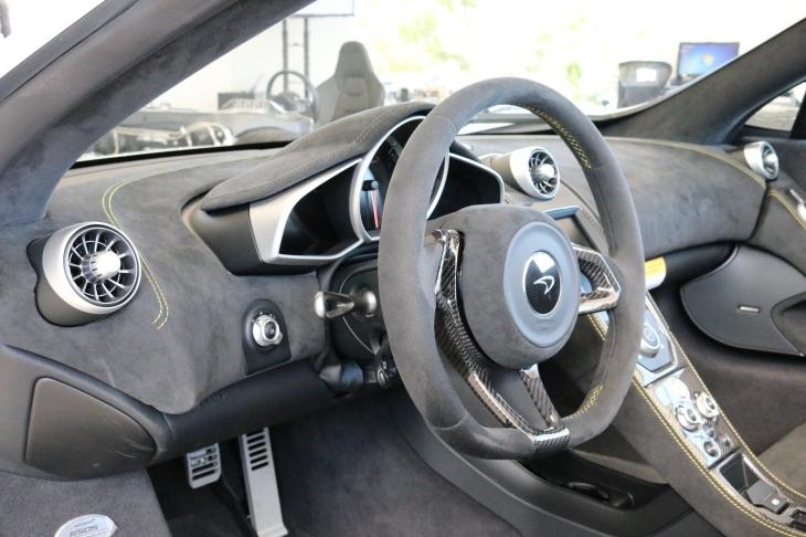 McLaren 650s Interior ©automobheels.com