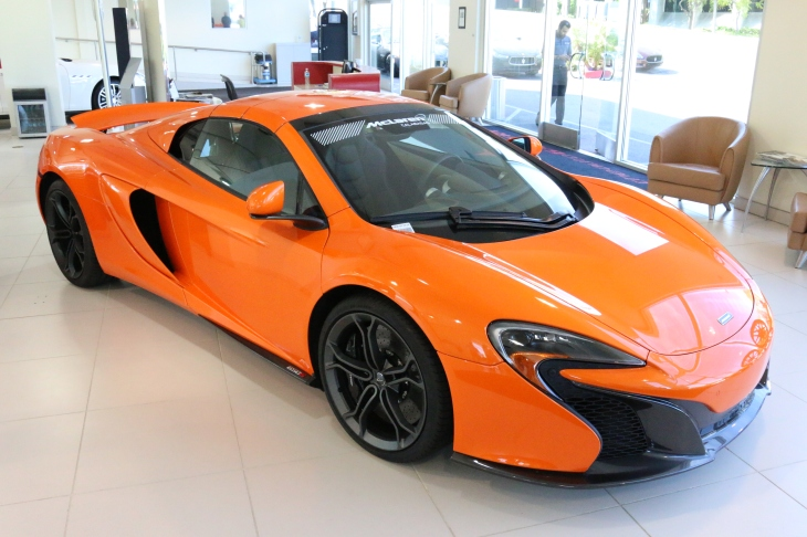 The new McLaren 650s in the Calabasas showroom ©automobheels.com