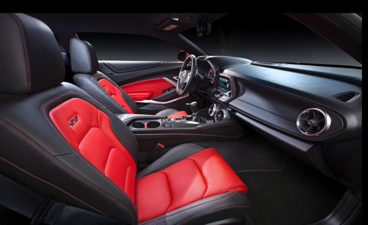 2016 Camaro Interior © General Motors